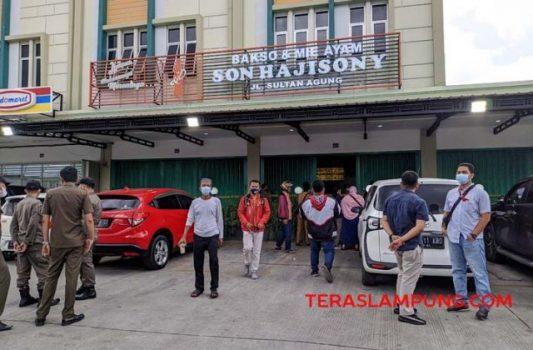 Kedai Bakso Sony di Jalan Sultan Agung yang disegel TP4D Pemkot Bandarlampung, Selasa (15/6/2021).