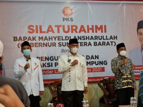 Mahyeldi (tengah) menyambangi Kantor DPW PKS Lampung, Jumat petang (11/6/2021).