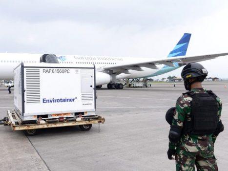 vaksin COVID-19 tahap ke-18 di Bandara Soekarno Hatta, Tangerang, Banten, Rabu (30/06/2021) siang. (Foto: BPMI Setpres/Kris)