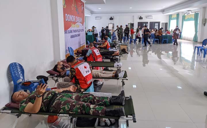 Suasana donor darah di aula Denpom II/3 Lampung, Kamis (3/6/2021)