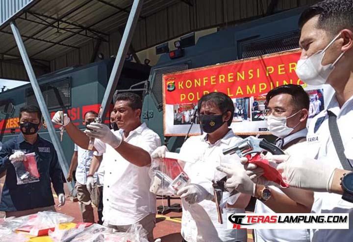 Wakil Direktur Kriminal Umum Polda Lampung, AKBP Ardian Indra Nurinta, menjelaskan kasus C3 di Lampung selama dua pekan bulan Mei 2021, dalam konferensi pers di Polda Lampung, Rabu (2/6/2021).