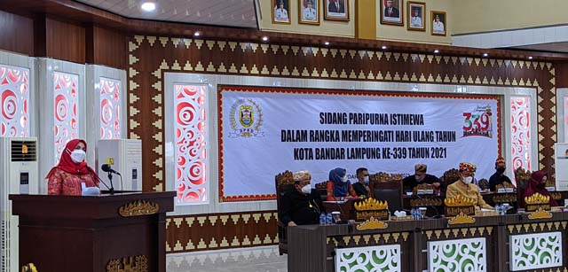 Walikota Eva Dwina memberikan sambutan pada Sidang Paripurna Istimewa DPRD Bamdarlampung dalam rangka memperingati HUT ke=339 Kota Bandarlampung, Kamis (17/6/2021)/