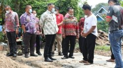 Bupati Lamsel Tinjau Korban Rumah Roboh di Desa Sukabaru
