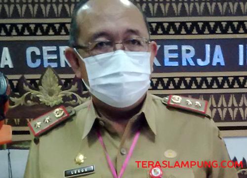 Sekretaris Daerah Kabupaten Lampung Utara, Lekok meladeni pertanyaan wartawan seputar perkembangan rekomendasi BPK