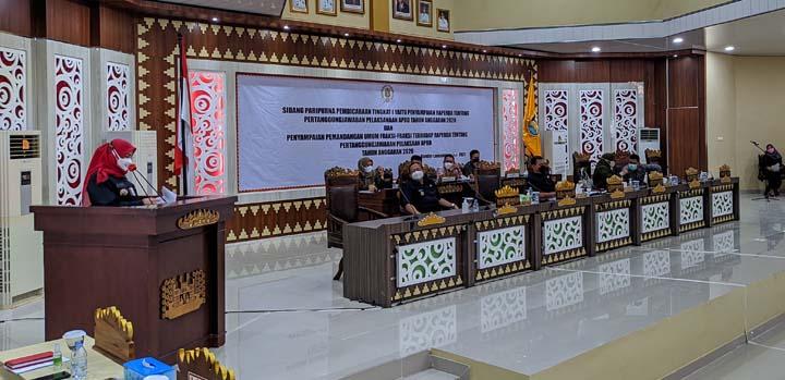 Walikota Eva Dwiana menyampaikan jawaban atas pandangan umum fraksi-fraksi DPRD Kota Bandarlampung.