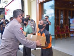 Polda Lampung Bagikan Ribuan Paket Sembako untuk Warga yang Terdampak PPKM Darurat