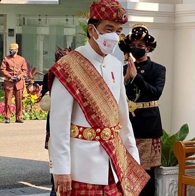 Presiden Jokowi mengenakan pakaian adat Lampung Pepadun pada saat menjadi pemimpin upara peringatan HUT ke-76 RI di Istana Negara. Selasa pagi (17/8/2021).