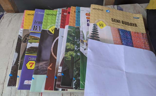 12 Buku Modul yang dijual di SMPN 44 Kota Bandarlampung.