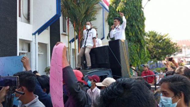 Aksi unjuk rasa Ampera mendesak aparat penegak hukum dan pihak eksekutif Lampung Utara segera mengusut tuntas persoalan keuangan RSU H.M.Ryacudu