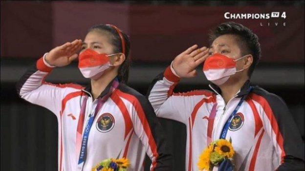 Greysa Polii/Apriyani Rahayu meraih emas cabang ganda putri bulutangkis pada Olimpiade Tokyo, Selasa siang WIB (2/8/2021). Foto: capture video Champions TV