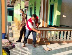 Ini Penampakan Wabup Lampung Tengah saat Membersihkan Masjid karena Melanggar Prokes