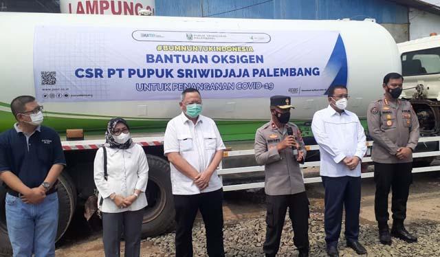 Penyerahan bantuan 10 ton oksigen dari PT Pusri untuk masyarakat Lampung, Kamis (19/8/2021).