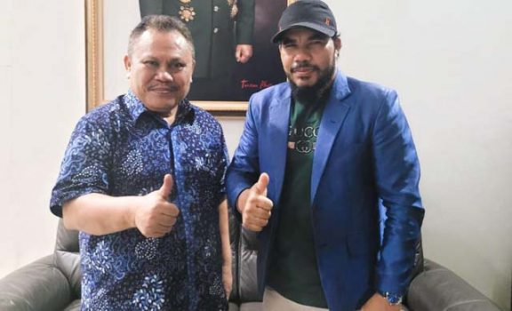 Tarmizi Age (kanan) bersama Jhoni Allen Marbun Sekjen Partai Demokrat Versi KLB Sibolangit