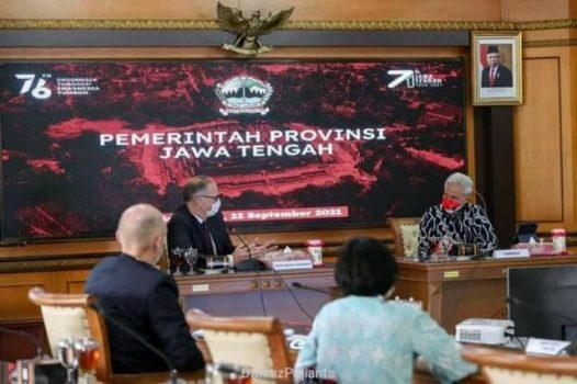 Duta Besar Denmark untuk Indonesia, Lars Bo Larsen, bertemu Gubernur Ganjar Pranowo di Ruang Rapat Kantor Gubernur Jateng, Semarang, Rabu (22/9/2021). (Dok Dinas Kominfo Jateng)