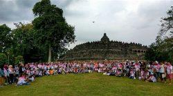 OTS di Borobudur - Komunitas Semarang Sketchwalk nyeket bareng on the spot di obyek wisata Candi Borobudur ( Foto: Agus Budi Santoso)