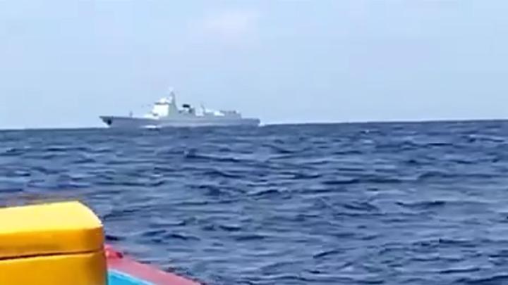 Cuplikan video sebuah kapal perang Cina yang diambil oleh nelayan tradisional di Laut Natuna Utara, Senin, 13 September 2021. Nelayan melaporkan berpapasan dengan enam kapal China, salah satunya destroyer Kunming-172 di dalam zona ekonomi eksklusif (ZEE) Indonesia. Instagram/War_zone_update