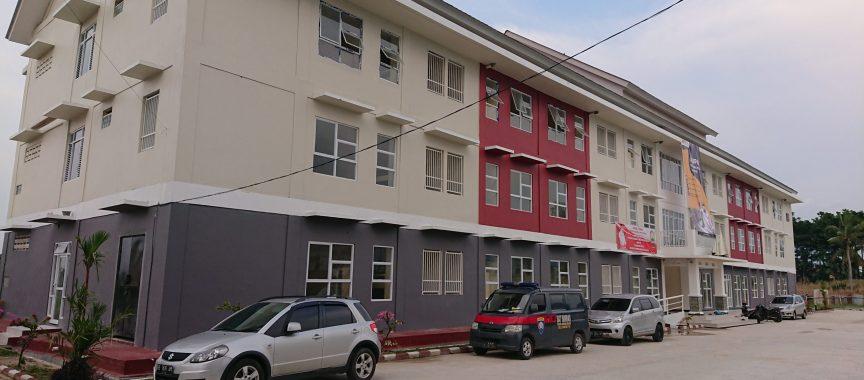 Rumah susun sederhana sewa (Rusunawa)di belakang Gedung Olahraga Way Handak (GWH) Kalianda yang menjadi tempat isolasi terpusat (Isoter) pasien Covid-19 di Lamsel.