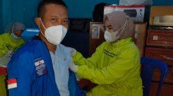 Ketua Partai Demokrat Lampung Utara, M. Yusrizal saat menjalani vaksinasi Covid-19, Selasa (14/9/2021).