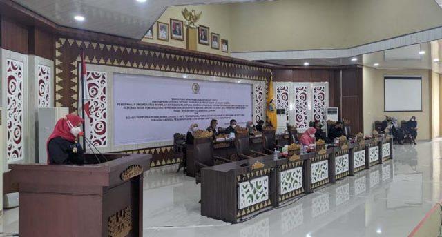 Sidang Paripurna Pembicaraan Tingkat II di ruang sidang utama gedung DPRD, Rabu, 29 September 2021