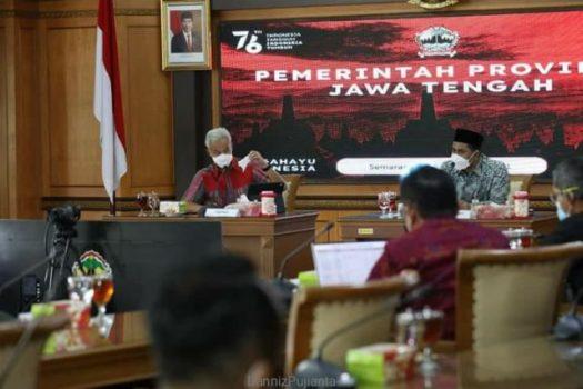 Gubernur Jateng Ganjar Pranowo memimpin Rapat Koordinasi Penangan Covid-19 di Ruang Rapat Lantai 2 Kantor Gubernur Jateng, di Semarang, Selasa (21/9/2021).