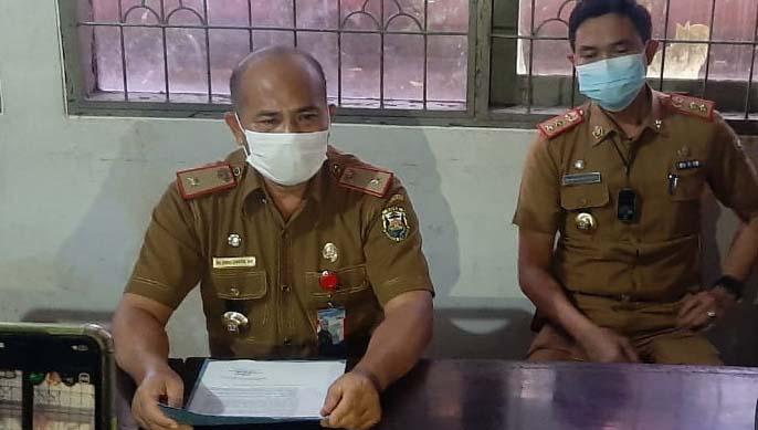 Kepala Dinas Kependudukan dan Pencatatan Sipil Kota Bandarlampung Zainuddin didampingi Kadis Kominfo Ahmad Nurizki.