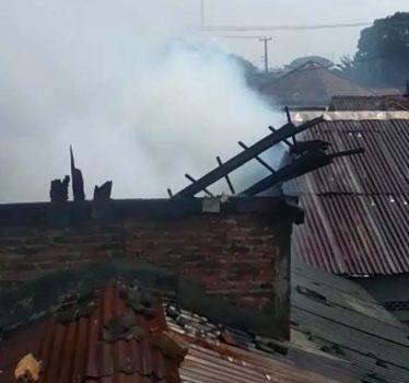 Kebakaran di rumah Sadeli, warga Sawah Brebes, Bandarlampung, Jumat (10/9/2021).