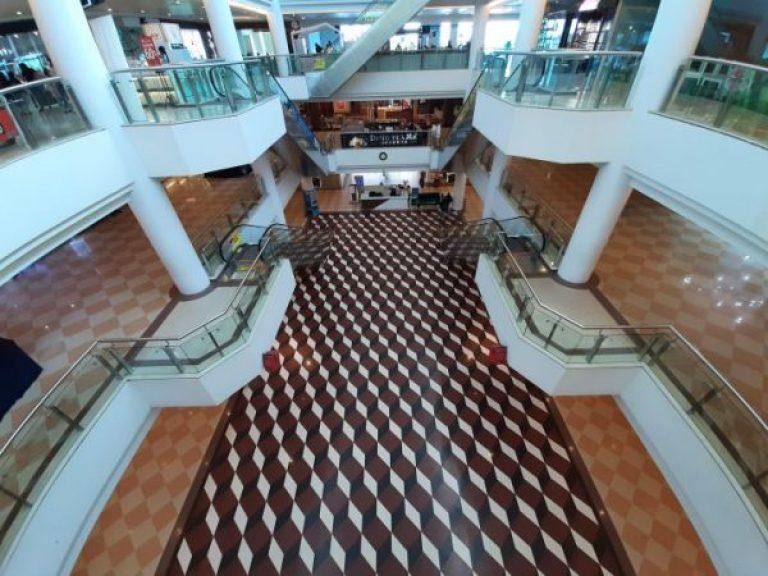 Mega Mall Batam Centre yang sebelumnya ramai dibanjiri warga Singapura setiap akhir pekan, kini sepi/Foto: dok terasbatam.id