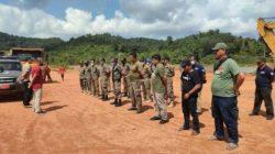 Tim Direktorat Jenderal Penegakan Hukum Kementerian Lingkungan Hidup dan Kehutanan (Gakkum KLHK), bersama Pemerintah Kabupaten Lingga menghentikan aktivitas penambangan bauksit ilegal seluas 30 hektare. (dokumentasi KLHK).