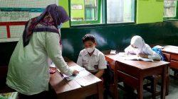 PTM terbatas di salah satu SD di Tasikmalaya, Jawa Barat (Foto: merdeka.com)