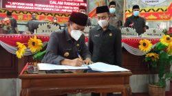 Bupati Budi Utomo menandatangani kesepakatan bersama Rancangan Perubahan KUA-PPAS Lampung Utara tahun 2021, Rabu (22/9/2021).