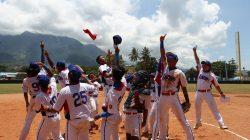 Tim softball Lampung merayakan meluapkan kegembiraan setelah memenangi pertandingan (Foto: Don Pechi)