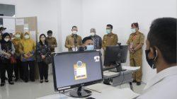 Sekda Lampung meninjau tes CPNS di kampus Itera, Selasa (14/9/2021).