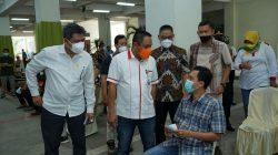 Plt. Direktur Jenderal Industri Agro Kementerian Perindustrian, Putu Juli Ardika, meninjau vaksinasi Covid-19 di PG Trangkil, Pati, Jawa Tengah, Minggu (12/9/2021).