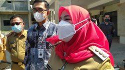 Walikota Eva Dwiana didampingi Kepala Cabang BRI Telukbetung, Tarmizi memberikan keterangan kepada awak media.