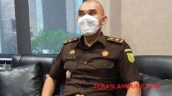 Kepala Seksi Intelijen Kejari Lampung Utara, I Kadek Dwi Ariatmaja saat menjelaskan sikap mereka terkait laporan pengaduan atas dugaan penyimpangan DD Cahayamas, Kamis (21102021).