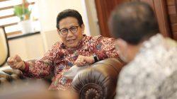 Menteri Desa, Pembangunan Daerah Tertinggal dan Transmigrasi (Mendes PDTT) Abdul Halim Iskandar, saat menerima kunjungan Bupati Jember, Kamis (21/10/2021). Foto: Kemendes PDTT
