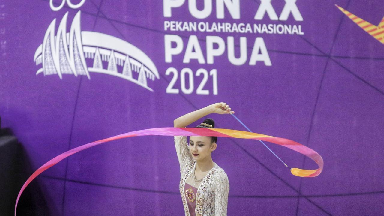Sutjiati K. Narendra, pesenam asal Lampung, meraih medali emas di nomor pita simpai pada PON XX Papua. Foto: PB PON Papua/R.Berto Wedhatama
