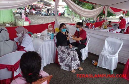 Vaksinasi Covid-19 yang digelar Polda Lampung di Lapangan Saburai Bandarlampung, Sabtu (9/10/2021).