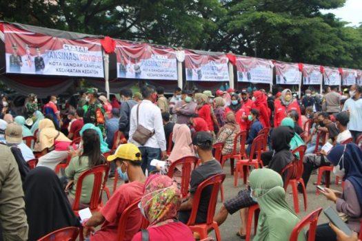 Vaksinasi Covid-19 yang digelar Polda Lampung di Lapangan Saburai Bandarlampung sejak Jumat (9/10/2021). Hari ini vaksinasi masih berlangsung. Polda Lampung menyiapkan 60 ribu vaksin Pfizer dalam program vaksinasi di Lapangan Saburai. Foto: Teraslampung.com/Mas Alina Arifin
