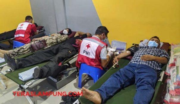 Donor darah dalam rangka hari ulangtahun ke-16 Simpur Center, Bandarlampung, Sabtu, 9 Oktoberr 2021.