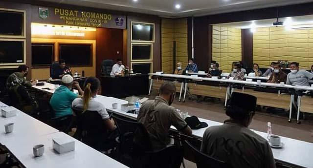 Bupati Musa Ahmad bertemu para seniman Lampung Tengah, Jumat malam, 13 Agustus 2021.