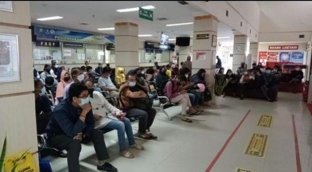 Animo masyarakat yang tinggi membayar pajak ranmor terlihat di kantor Samsat Kepri di Batam Centre, Jumat (1/10/2021). (Foto: Terasbatam.id/W Asmeral)